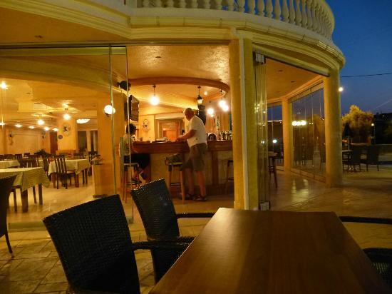 Arkadia hotel, the bar area