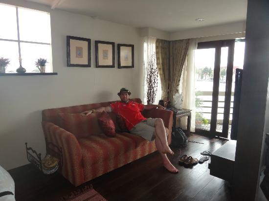 Arun Residence: Relaxing on the couch