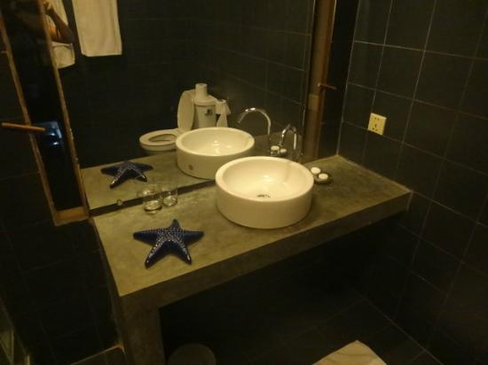 Blue Lime: Bathroom