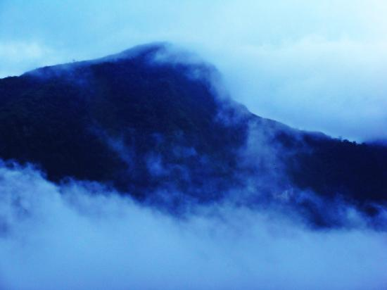 T'Boli, ฟิลิปปินส์: fast fogs covering mt. melibingoy at around 5:30PM