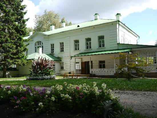 Тула, Россия: The house is simple, evocative and ordered. Soak up the atmosphere.