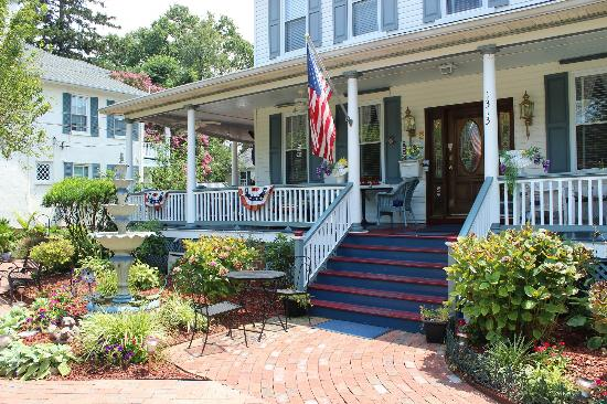 Annapolitan Bed & Breakfast: Front porch