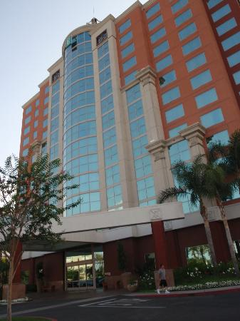 Embassy Suites Anaheim - South: First Impression, Nice!