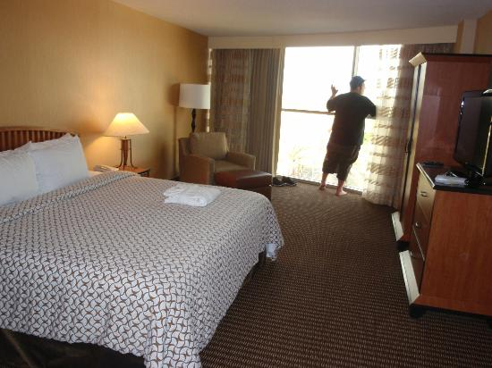 Embassy Suites Anaheim - South: Comfy King Bed