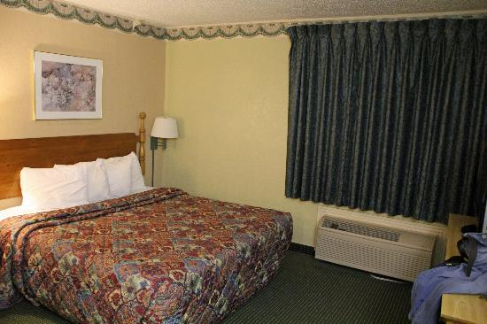 Travelodge San Antonio/Near Fort Sam/ATT Center: bedroom