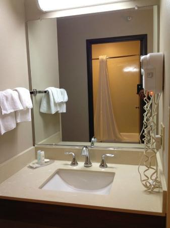 Comfort Inn: sink area seperate from bathroom