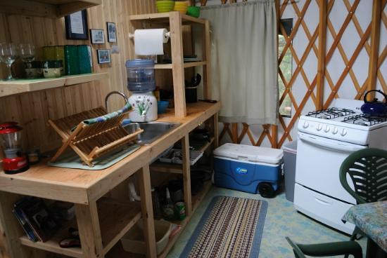 Orca Island Cabins: kitchen area