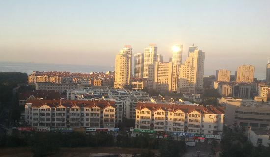 Zhiyuanlou Hotel: Vue at sunrise from room located on 11th floor, South side
