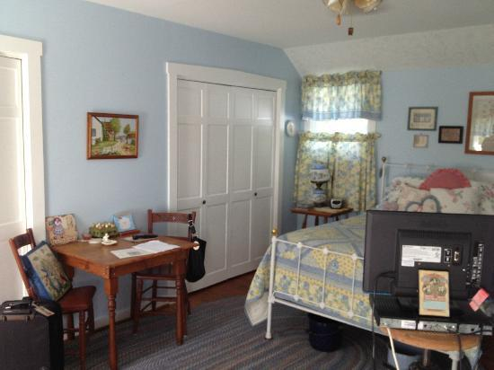 Meyer Hilltop Farm Bed & Breakfast : Blue Room