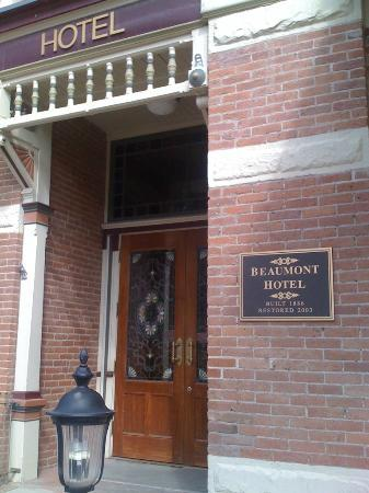 Beaumont Hotel & Spa: Entrance to the Beaumont