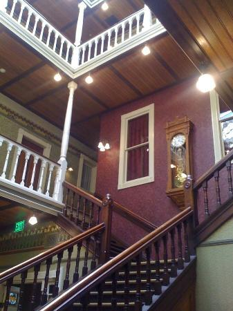 Beaumont Hotel & Spa: View of the upper floors/rooms