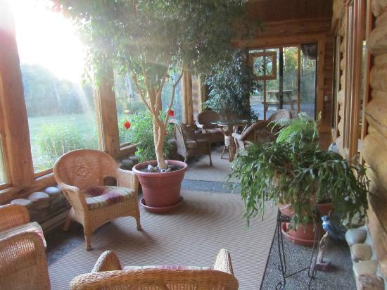 Wildflower Inn: Sun Room