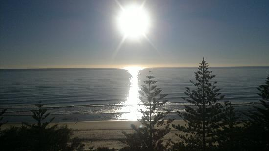 Burleigh Mediterranean Resort: Sunrise from balcony