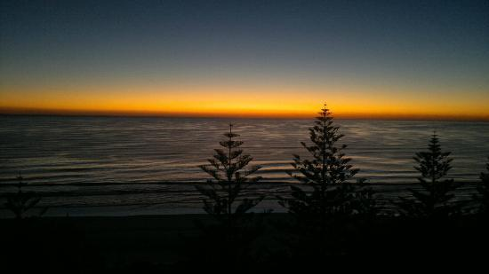 Burleigh Mediterranean Resort: Sunrise View from Balcony