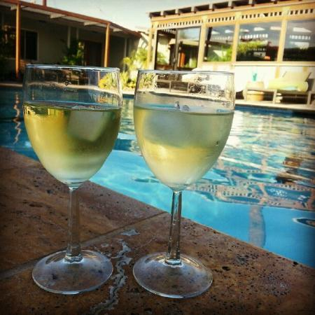 The Spring  Resort &amp; Spa: Poolside Vino