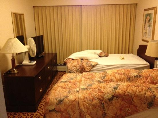 Royal Scot Hotel & Suites: Bedroom (2 twins)