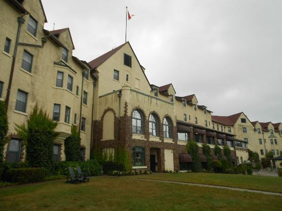 Digby Pines Golf Resort & Spa: The Pines - into the courtyard