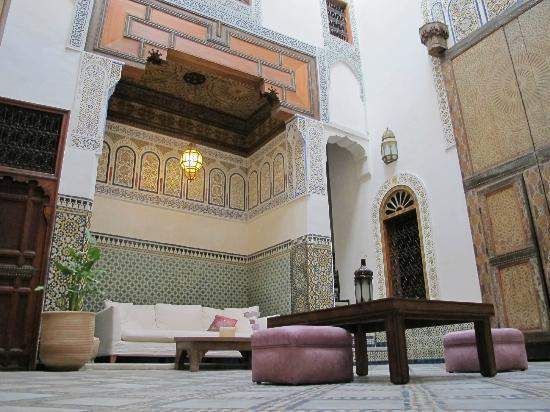 Dar Attajalli: Central Lounge area