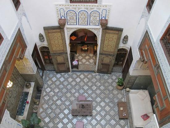 Dar Attajalli: Central area of ground floor of riad