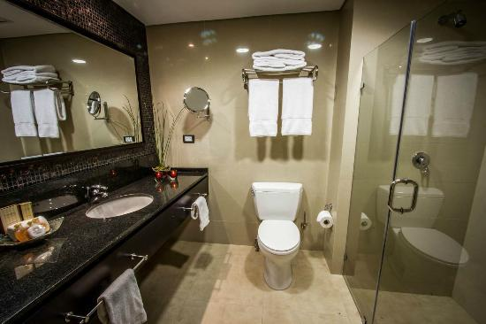Bathrooms picture of lidotel hotel boutique barquisimeto for Best boutique hotel bathrooms