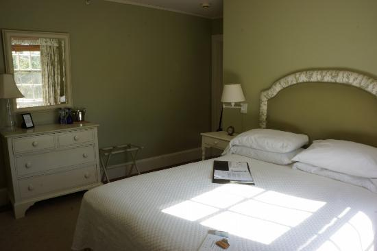 The Inn at Castle Hill on the Crane Estate: Our room (Choate).