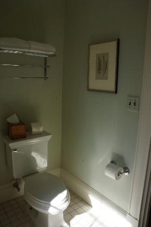 The Inn at Castle Hill on the Crane Estate: Our bathroom (Choate).