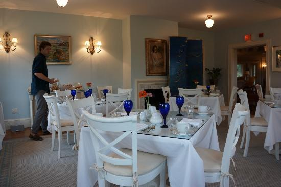 The Inn at Castle Hill on the Crane Estate: Dining room at the inn.