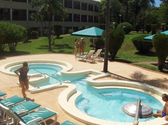 Jacuzzi exterior picture of exe hotel cataratas puerto for Jacuzzi exterior puerto rico
