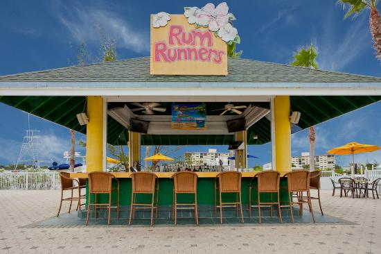 Rum Runners Pool Bar Picture Of Holiday Inn Hotel