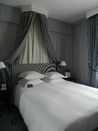 Mercure Paris Champs Elysees: Quarto