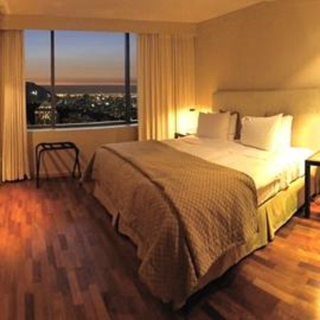 Boulevard Suites: Vista nocturna dormitorio Suite Executive.