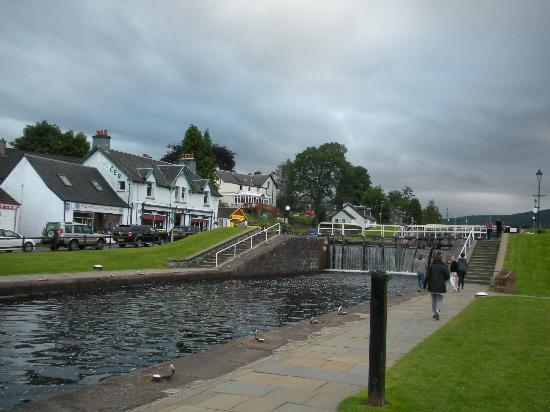 Mavisburn Bed & Breakfast: Downtown Fort Augustus Lochs