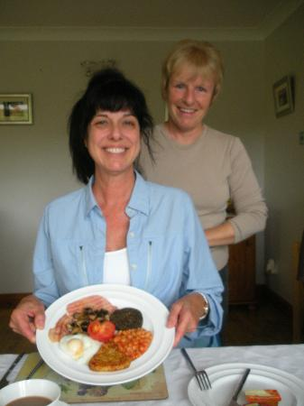 Mavisburn Bed & Breakfast: My very first delicious full Scottish breakfast with Elaine our host