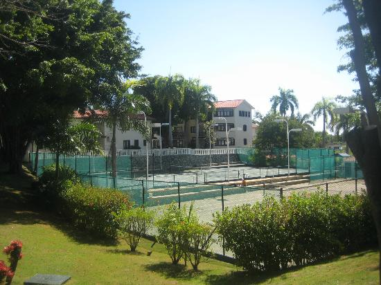 Lifestyle Holidays Vacation Club: Tennis courts - avail to VIP