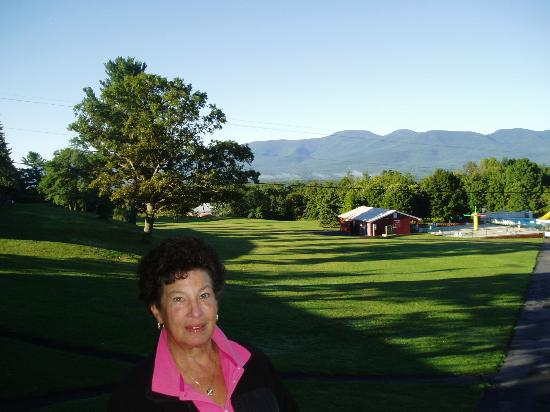 Sunny Hill Resort and Golf Course Catskills: View of grounds - showing pool area