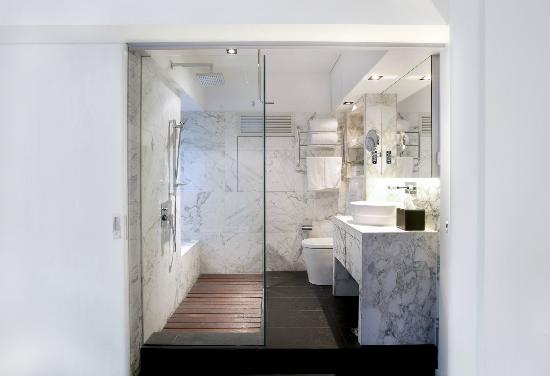 Ovolo Serviced Apartment - 222 Hollywood Road, Sheung Wan: Bathroom