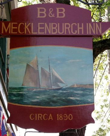 Mecklenburgh Inn: The sign out front
