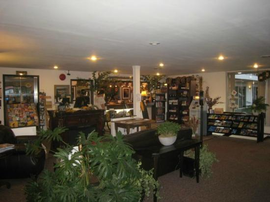 Lewis and Clark Motel: lobby