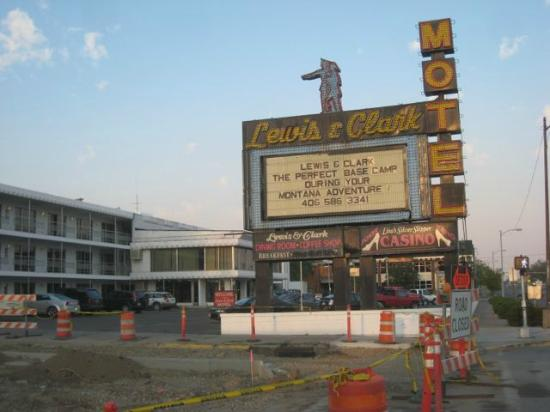 Lewis and Clark Motel: sign as you approach from the freeway