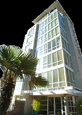 ‪910 Beach Avenue Apartment Hotel‬