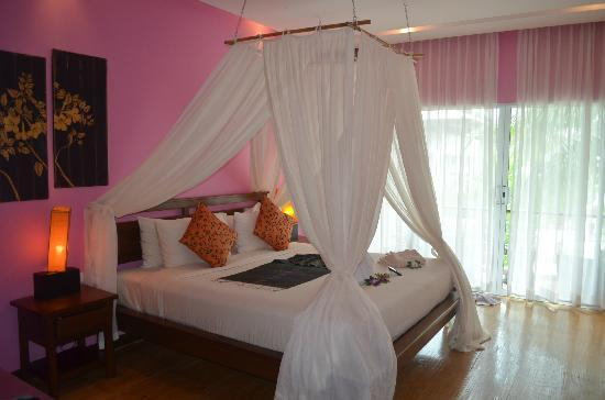 Elements Boutique Resort & Spa Hideaway: Room with great canopy bed