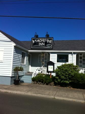 Beachside Inn: front 2012