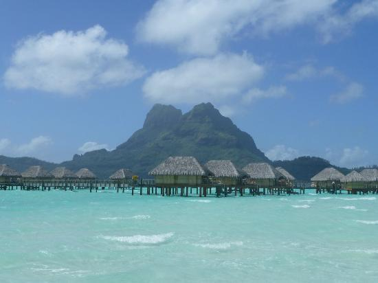 Bora Bora Pearl Beach Resort & Spa: Great view while sunbathing at the beach!