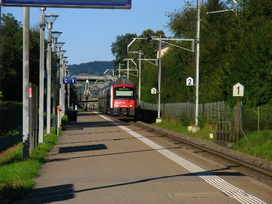 how to get from zurich airport to zurich train station