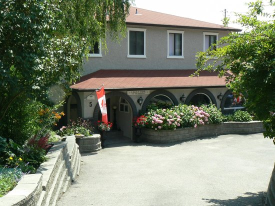 A touch of english bed breakfast kelowna okanagan for A touch of class pet salon