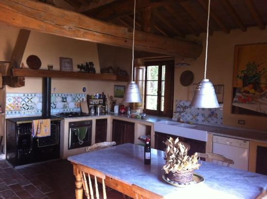 Pari, Italia: our apartment's kitchen