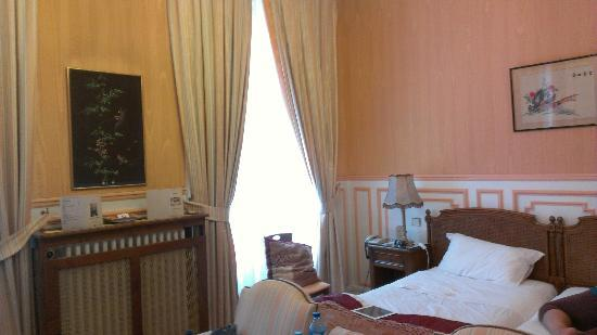 Grand Hotel des Templiers: Room 2 (with all of our luggage spread out--sorry!)