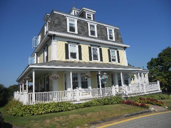Harbor House Inn