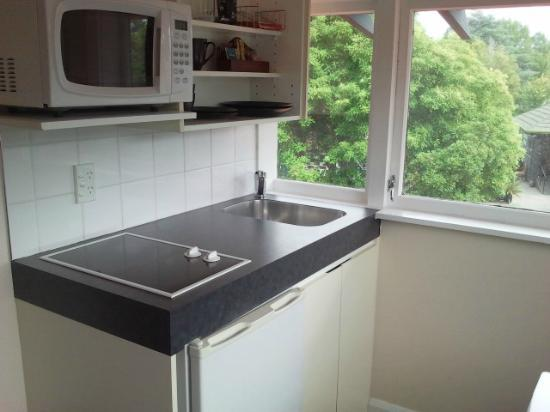 , &amp; : Lovely little kitchenette has wine glasses fridge etc
