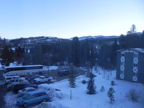 BEST WESTERN Alpenglo Lodge: View from our hotel room window